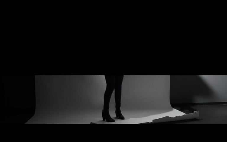 filmstill uit installatie - 'Ik zou willen dat mijn hoofd stopte met denken'