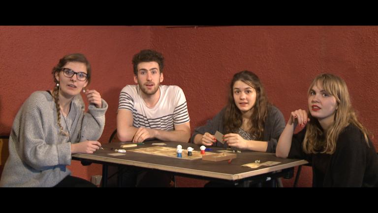 EPOS is een bordspel voor vier spelers, leeftijd 10+. Zoals bij elk spel, ontstaat er tijdens het spelen een verhaal. EPOS is ook een film, waar zo'n verhaal verteld wordt door vier spelers en Bram, die zijn best doet om hun absurde kronkels naar het scherm te vertalen.