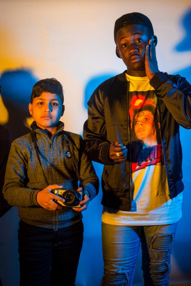 Wij zijn Mohammed en Sebastian, uit Irak en Ghana. Wij leren eerst Nederlands in de OKAN-klas en gaan daarna naar een gewone school.
